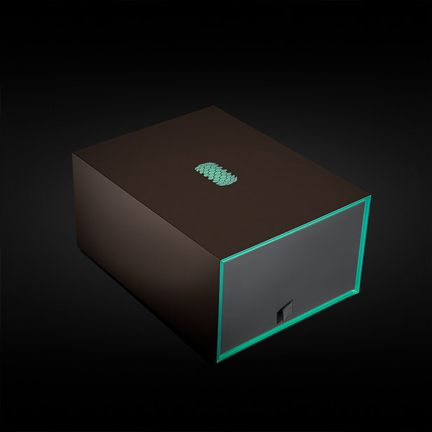 Solarin full high-end packaging with green plexiglass – Sirin Labs – point one percent