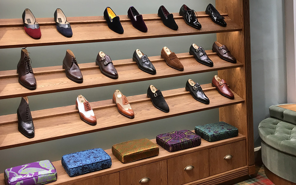 display shelves of high-end men's loafers and shoes – New & Lingwood – point one percent